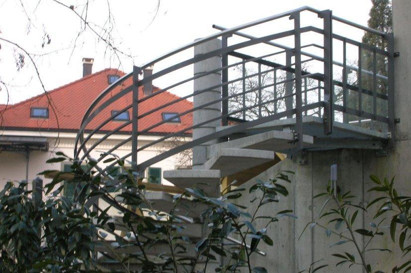 MetallDesign Treppe Betonstufen